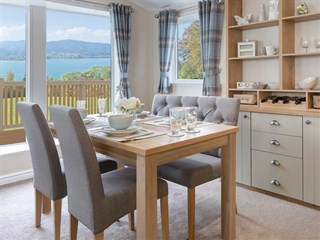 2018 Willerby Portland Lodge dining area