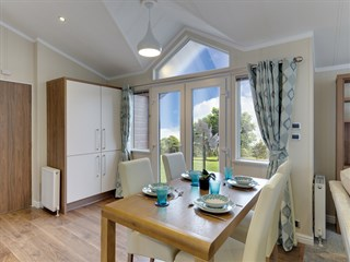 2018 Willerby Hampshire Dining Area